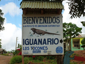 Sign pointing to the iguanario located in Los Tocones, Samana. Photo by Victor Hugo Reynoso.