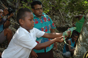 Ramesh-from-KEP-with-Yanuya-school-kid-releasing-iguana